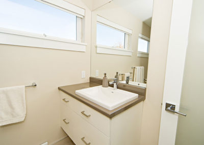 Nice en-suite with natural colours bring brought by custom house builders